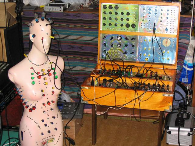 synthesizer + sequencer pinky